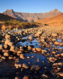 Drakensberg - Amphitheatre winter Early Morning, Tugela River
