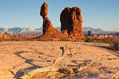 Arches N.P.- Balanced Rock-3039