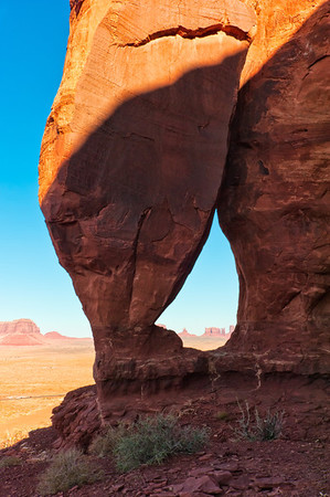 Monument Valley - Teardrop Arch