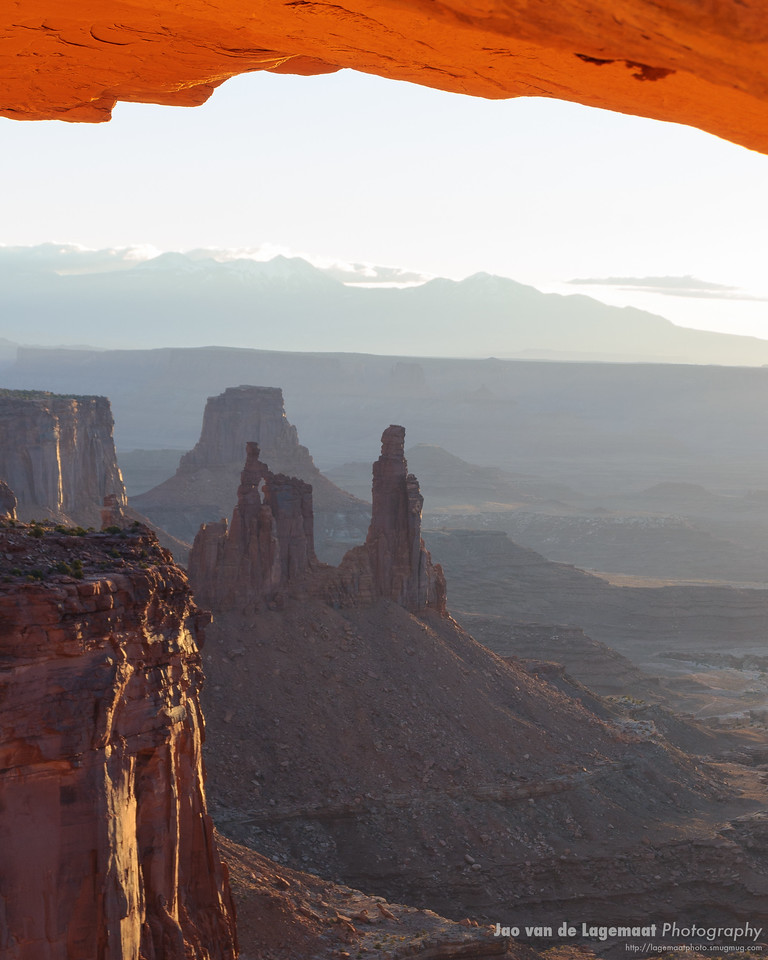 Washerwoman and La Sals through the arch