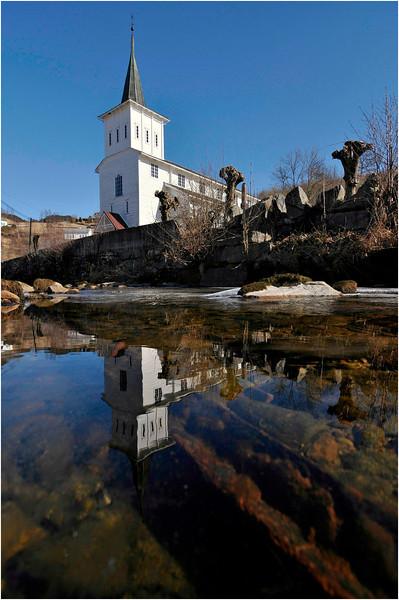 Strandvik kyrkje