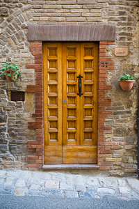 San Gimignano Sidestreet, Vics