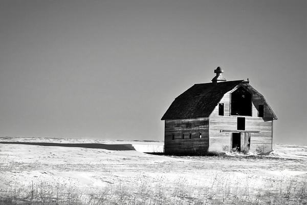 barn_snow_bw_IMG_9543_v2