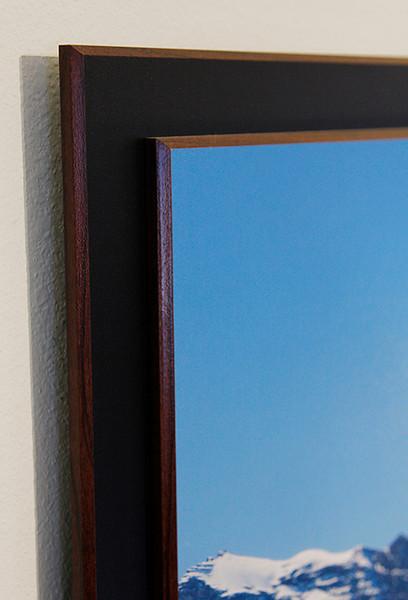 Double Stack Float Plaque corner detail