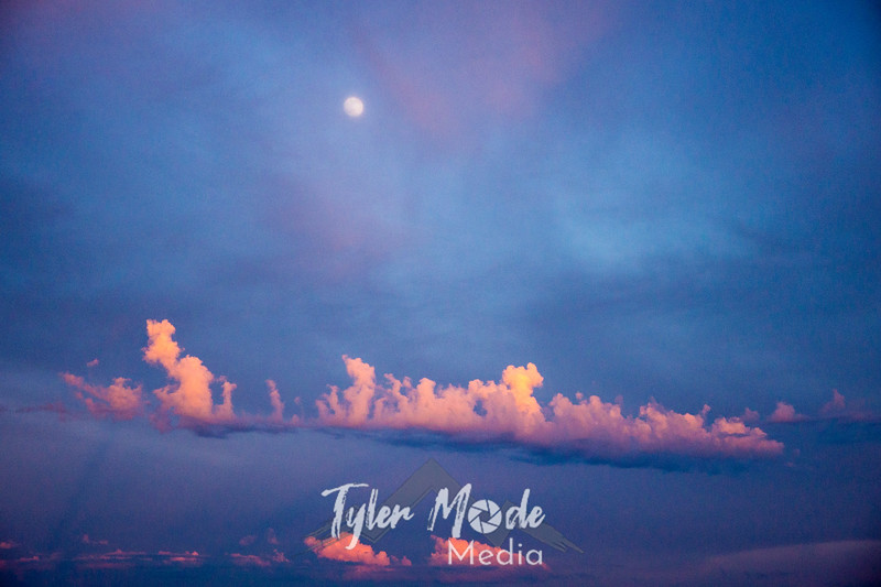 10  G Sunset Instability and Moon