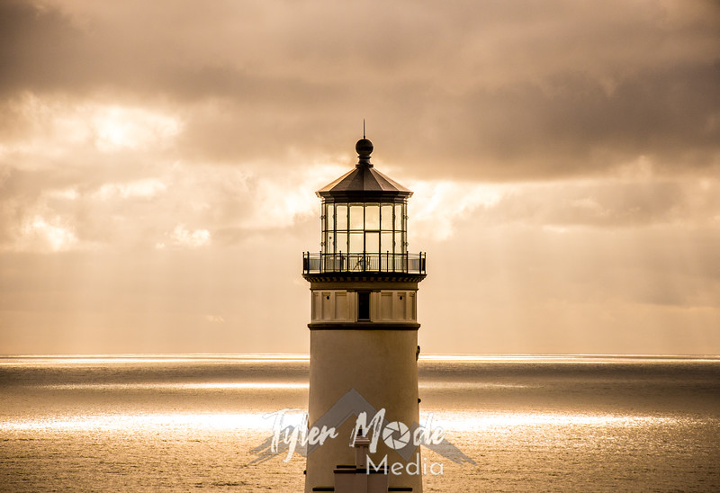 16  G North Head Lighthouse C Red