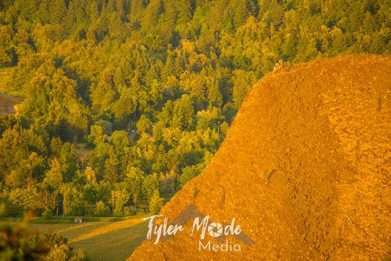 16  G Gorge Sunset Couple