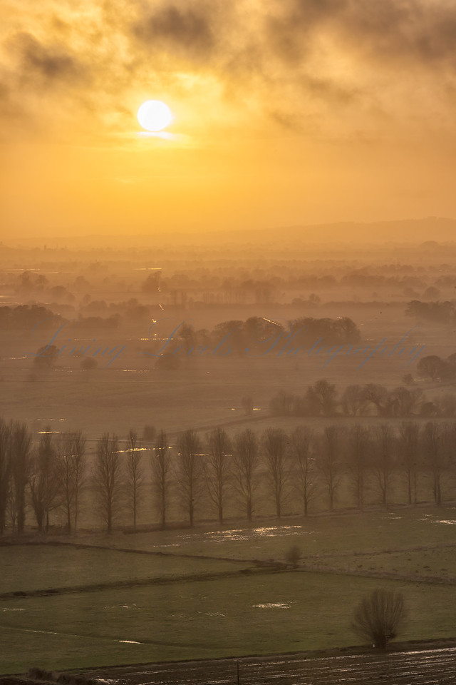 _72H7891 - Misty Sunset from Walton Hill