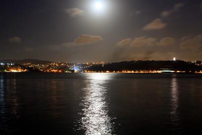 Yeniköy'den Anadolu yakasýnýn mehtaplý bir gecedeki görünüþü...