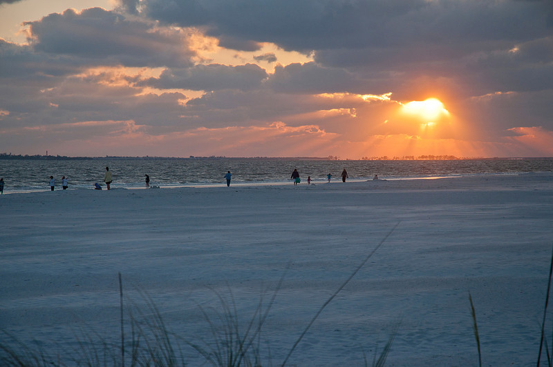 "Another Ft Myers Beach sunset a few months later; that's Sanibel and Captiva Islands in the distance. <br /> <br /> They used to have beautiful parks and beaches, may still have, but as Yogi Bera one said, ""Nobody goes there any more; it's too crowded."""