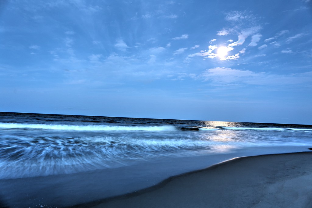 Flowing Tide at Full Moon