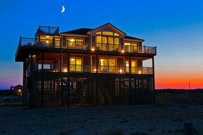Beautiful house in Swan Beach with crescent moon and Venus