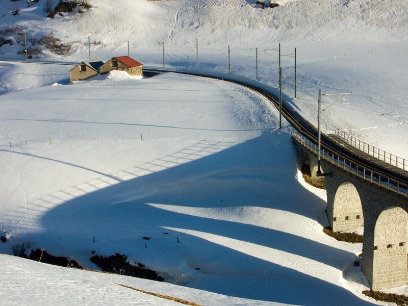 Ureserental, Matterhorn-Gotthard-Bahn railway viaduct crossing the Furkareuss<br /> Konica Minolta Dimage A2