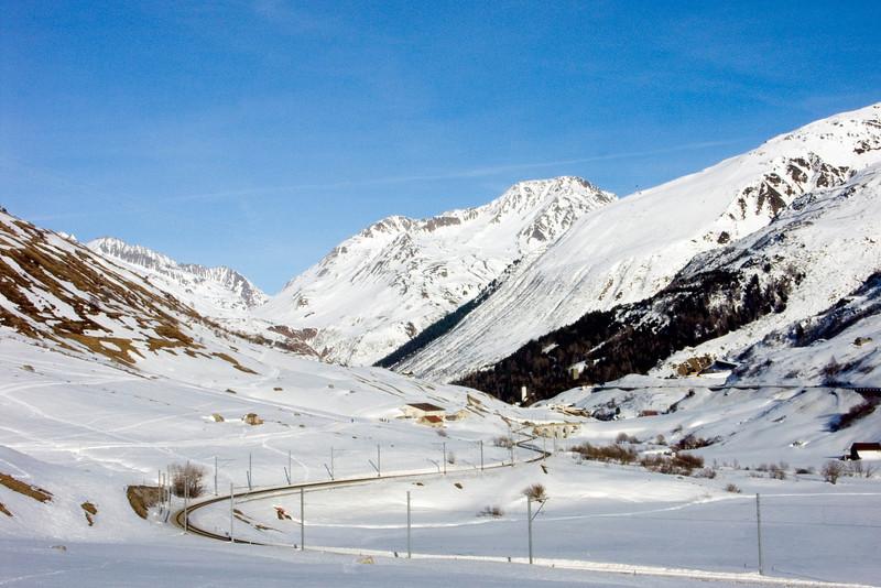 Urserental between Realp and Hospental - view towards east<br /> Konica Minolta Dimage A2