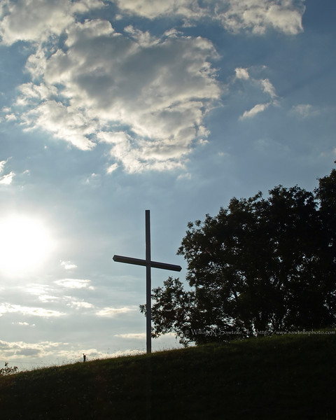Cross on top of the bluff at Randolph, Tennessee.<br /> Randolph United Methodist Church