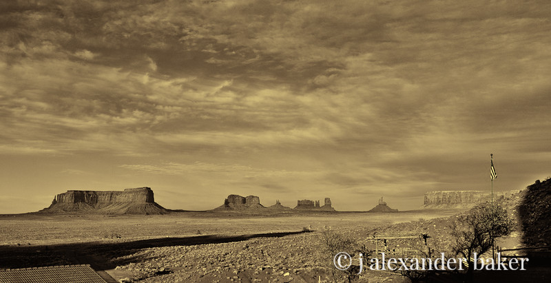 Monument Valley, 16x9 view from Gouldings Lodge