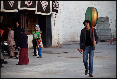 Man carrying a drum, Barkhor Square