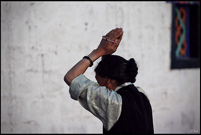 Prayer in front of the Jokhang temple