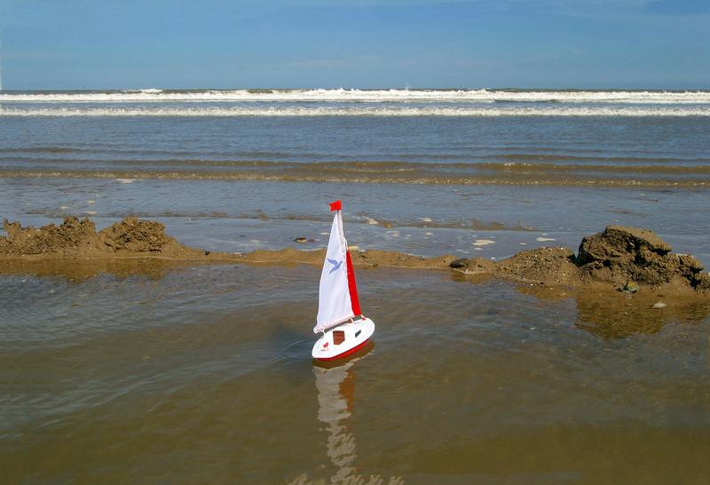 Toy Sailing Boat, Ulrome Beach, 31-7-2007 (IMG_7864) Max