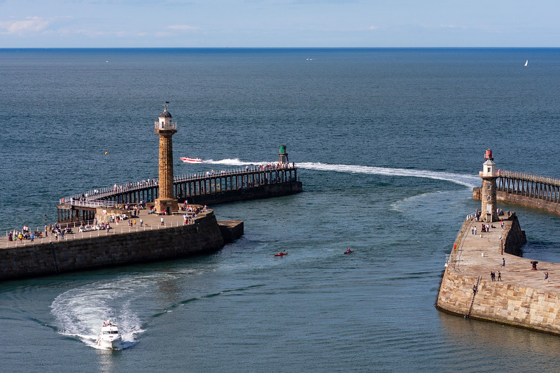 Whitby Harbour Entrance, 22-8-2010 (IMG_3786) 4k