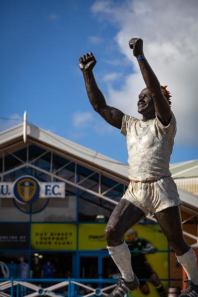 Leeds - Billy Bremner Statue at Elland Road, 13-9-2011 (IMG_3480) 4k