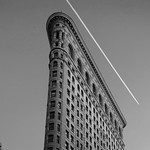 NYC - Flatiron Building and vapour trail, 6-10-2011 (IMG_4513) B&W 4k