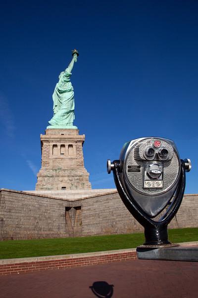 NYC - Statue of Liberty & Binoculars, 6-10-2011 (IMG_4444) 4k