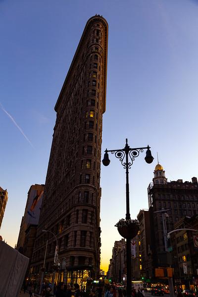 NYC - Flatiron BUilding & 5th Avenue, 6-10-2011 (IMG_4523) 4k