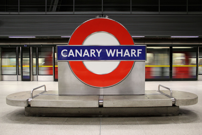 Canary Wharf, passing tube