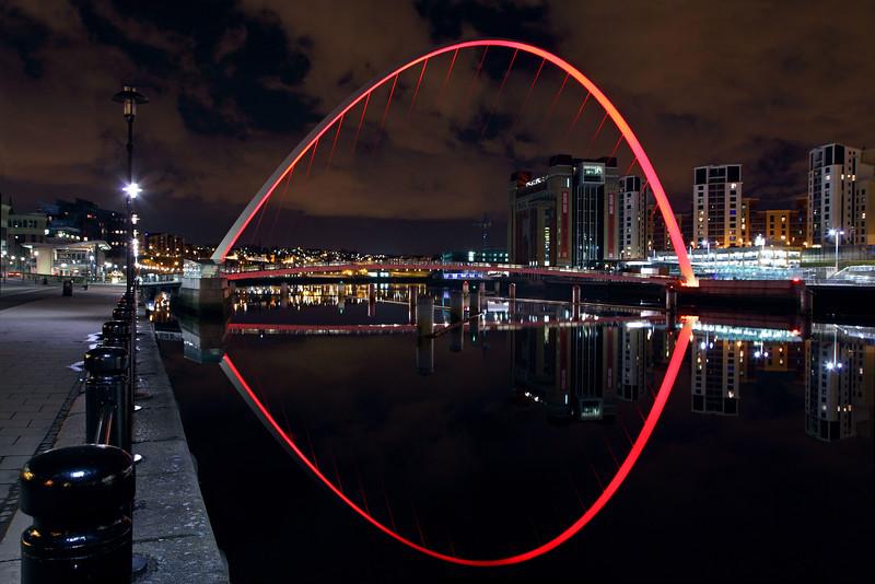 Gateshead Millennium Bridge (Red Uplighters)