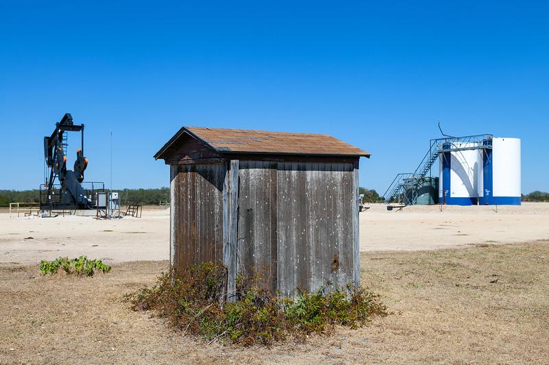 Oil Pump, Windmill Ranch, Carmine, Texas, 3-10-2011 (IMG_3834) 4k