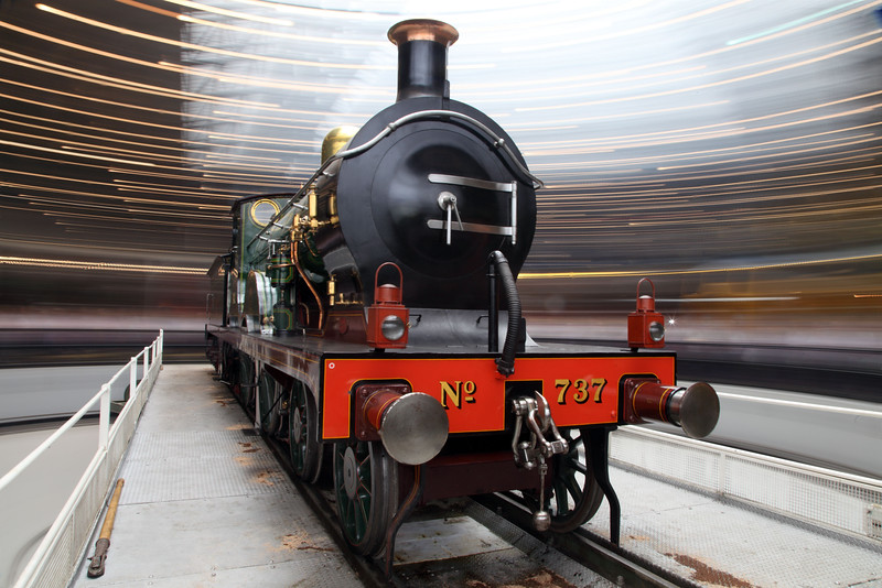 737 on National Railway Museum Turntable