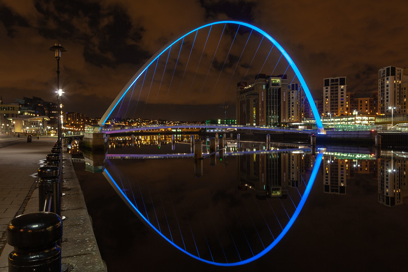 Millennium Bridge, Gateshead (Blue Uplighters)