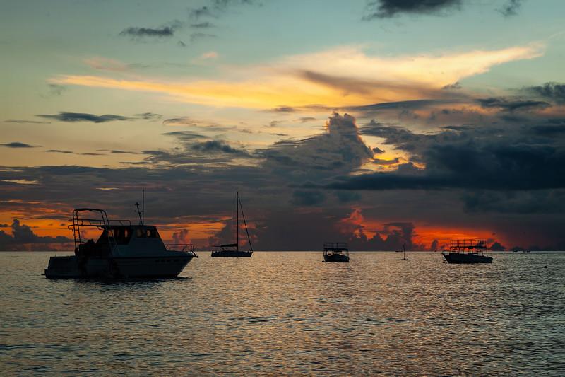 Barbados - Boats in Holetown Bay, 20-11-2011 (IMG_5702) 4k
