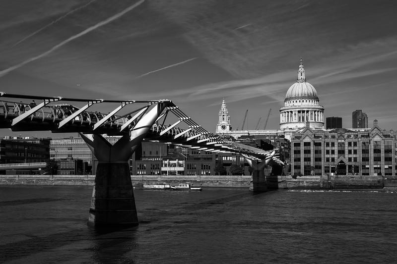 St Paul's Cathedral & Millennium Bridge, 22-10-2011 (IMG_5110) Nik SEP2 - Underexposed (EV-1) 4k
