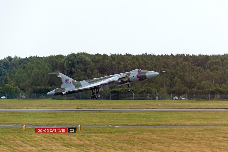 XH558 at Finningley, 9-9-2012 (IMG_9759) 4k