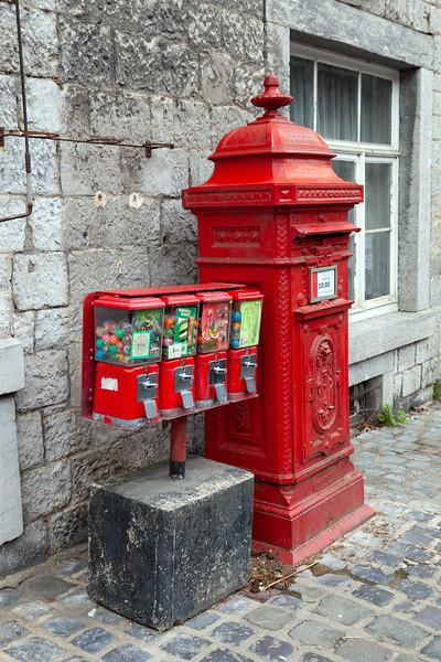 Durbuy - Post Box & Bubble Gum Machine, 26-8-2013 (IMG_5595) 4k