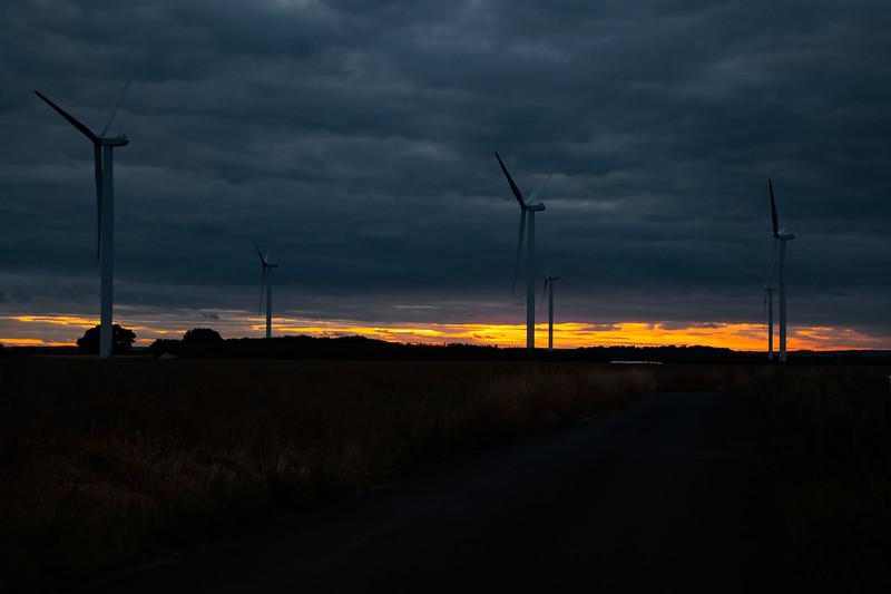 Lissett - Wind Farm (Black Sky), 10-8-2013 (IMG_5005) 4k