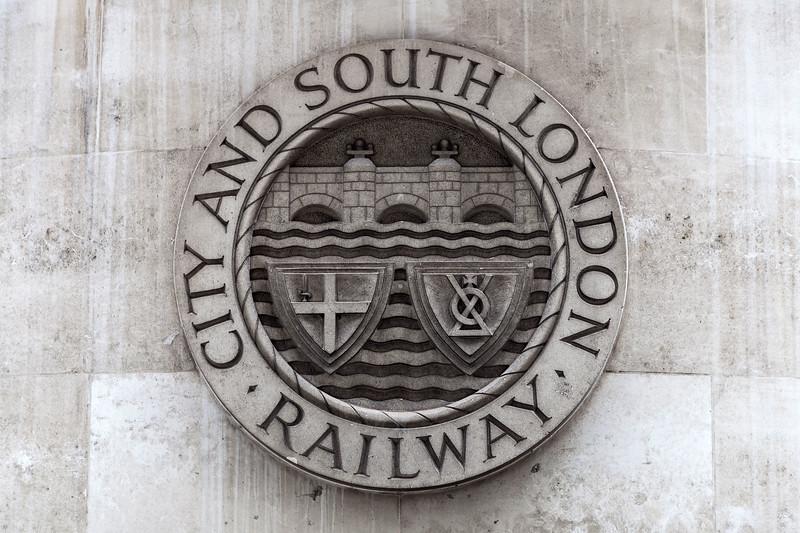 London - City & South London Railway Crest, 10-10-2015 (IMG_1252) 4k