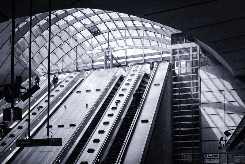 Canary Wharf Station - Main Exit, 13-4-2019 (IMG_5582) Nik CEP2 - Paper Toner 3 v2 Max