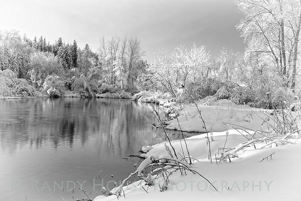 Snowy morning on Little Spokane River