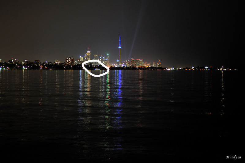 Zoomed in a little, you can see the white lights on the shore in the circle ... <br /> 45mm<br /> Go to next photo