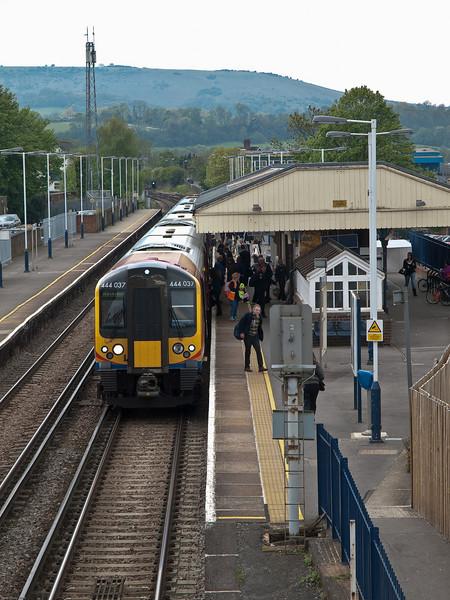 Petersfield Railway Station. Copyright Peter Drury 2010<br /> A London (Waterloo) boumd train calls at Petersfield.