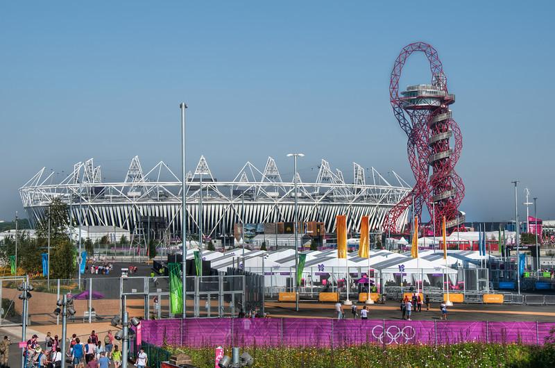 London-2012-Olympic-Stadium-and-Orbit-Viewing-Platform-HDR