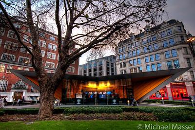 Tourist-Information-St-Pauls-London-HDR