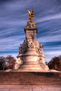 Victoria-Memorial-Buckingham-Palace-London-HDR