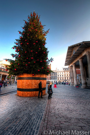 Covent-Garden-Christmas-Tree- London-HDR