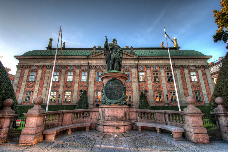 Statue-of-Gustavo-Erici-King-Gustav-I-and-Riddarhuset-House-of-Nobility-in-Stockholm-Sweden-HDR
