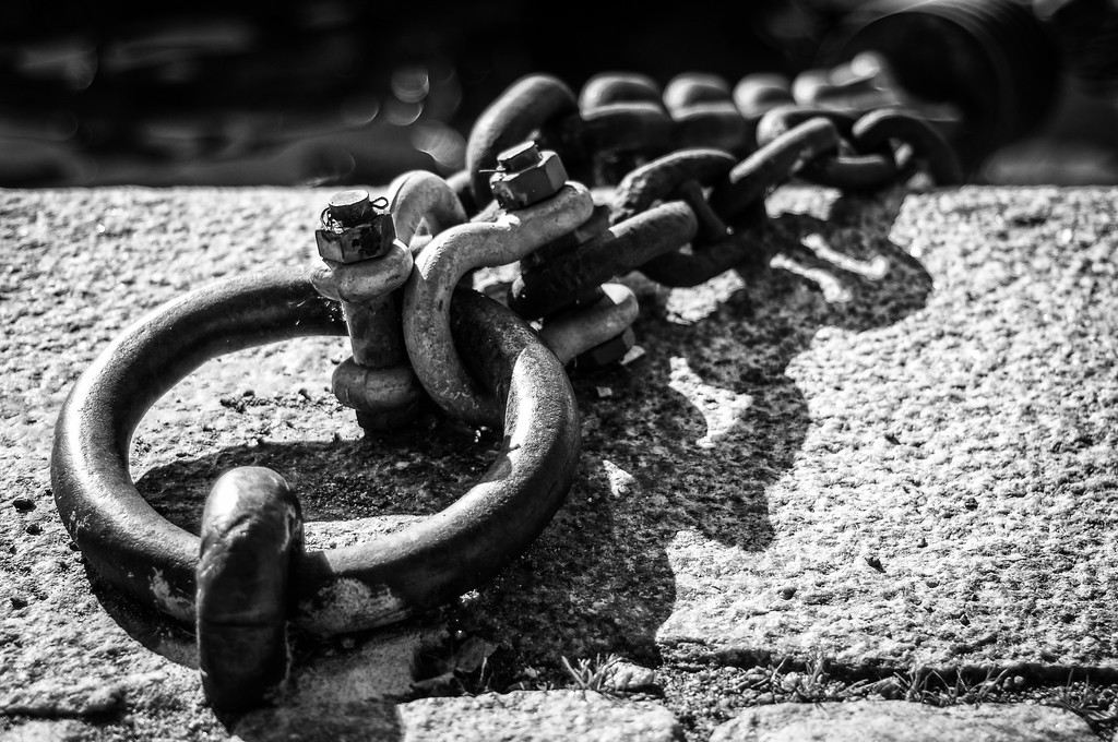 Chains-at-Strandvagen-Harbour-Ostermalmstorg-Stockholm-Sweden-5