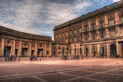 Lonely-Guard-at-Royal-Palace-Gamla-Stan-Stockholm-Sweden-HDR